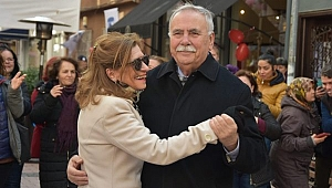 """Belediye Başkanı Ülgür Gökhan; """"Bir eşim Hale Hanım'a bir de Çanakkale'ye aşkım bitmeyecek"""