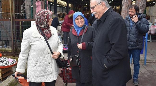 Belediye Başkanı Ülgür Gökhan Pazar Esnafı Ziyaretinin Ardından Cumhuriyet Halk Partisi Ayvacık Seçim Bürosu Açılışına Katıldı.