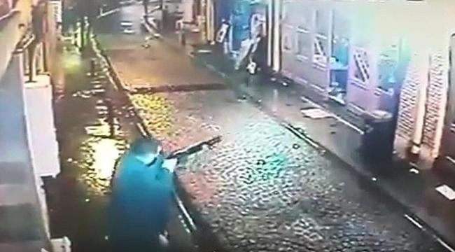 Çanakkale'de bir iş yerine yapılan silahlı saldırı anı güvenlik kamerasına yansıdı.