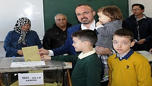 "AK Parti'li Turan: ""Milletimiz ne derse başımızın tacı"""