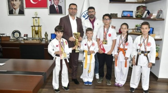 Biga Belediyesi Karate Okulu sporcularının madalya gururu