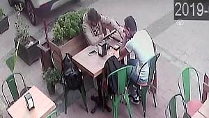 Otomobilin kafede oturanlara çarpması güvenlik kameralarında