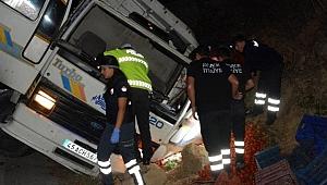 Kamyonun altında kalan sürücü ağır yaralandı