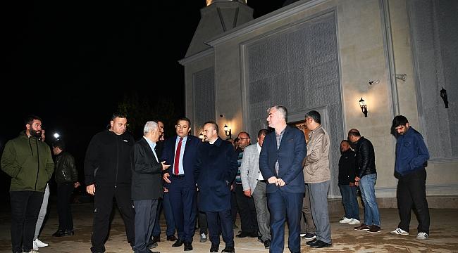 Turan, ibadete açılan camiyi gezdi.