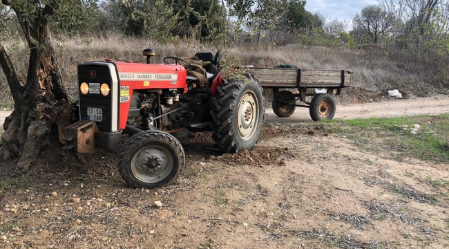 Çanakkale'de savrulan traktörden düşen sürücü öldü, yanındaki kişi yaralandı