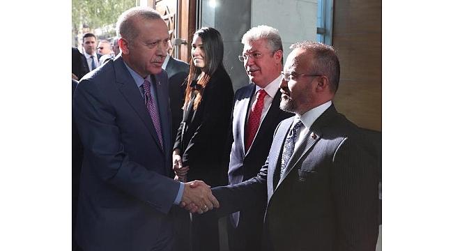 Cumhurbaşkanı Recep Tayyip Erdoğan'a, AK Parti Grup Başkanvekili ve Çanakkale Milletvekili Bülent Turan'da eşlik edecek.