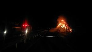Çanakkale'de Saman yüklü tır alev alev yandı