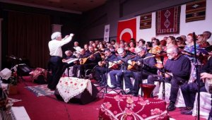 Ayvalık'ta öğretmenler konser verdi