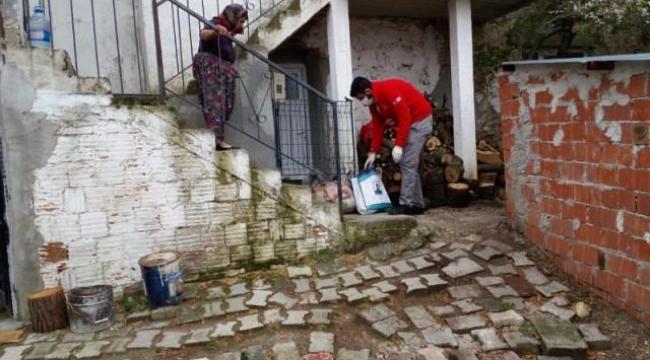 Çanakkale Valiliği bünyesinde oluşturulan Vefa Sosyal Destek Grubu'ndan yaşlılara tam destek