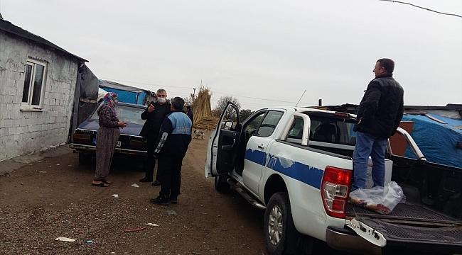 Geyikli Belediye Başkanı Mevlüt Oruçoğlu erzak dağıtımına katıldı