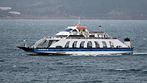 Gökçeada ve Bozcaada feribot seferleri fırtına nedeniyle iptal edildi