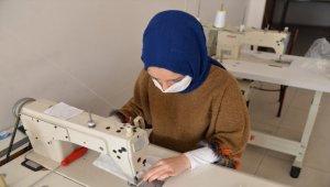 Kadınlardan siperlik maske üretimi