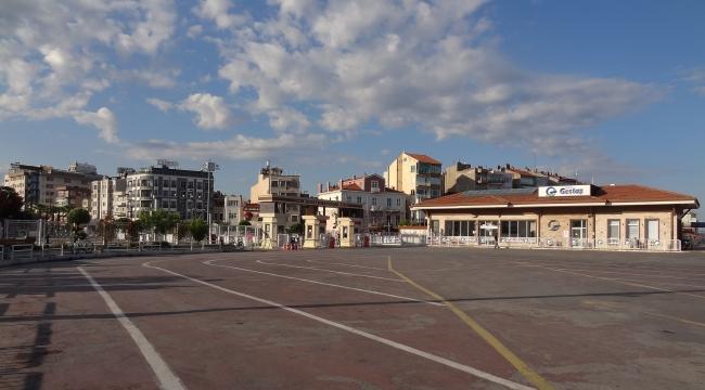 Çanakkale'nin en işlek cadde ve sokakları boş kaldı.