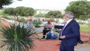 Gelibolu'da şehitlik ve mezarlıklarda bayram temizliği