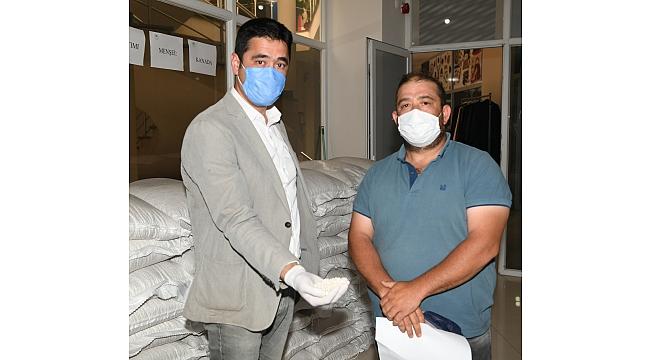 Lapseki'de çiftçilere hibe tohum verildi