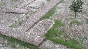 Biga'da tarım arazileri şiddetli dolu nedeniyle zarar gördü