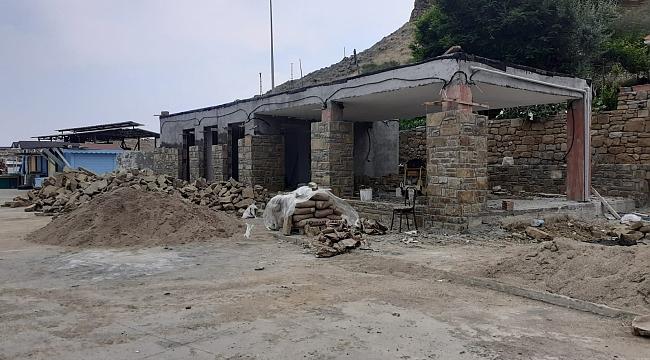 Gökçeada Belediyesinin kaçak inşa ettiği belirlenen yapılar mühürlendi