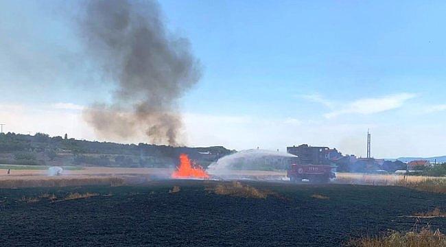 Lapseki'de yangın çıkan buğday tarlasında maddi hasar meydana geldi