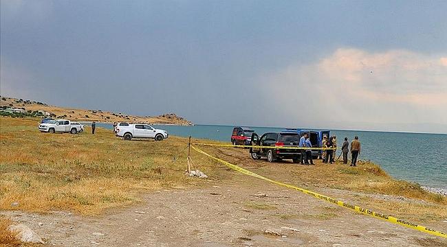 Bakan Soylu: Van Gölü'nde batan teknede 55-60 kaçak göçmenin bulunduğuna yönelik bir değerlendirmeye ulaşıldı