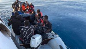 Botları arızalanan sığınmacılar kurtarıldı