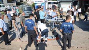 Çanakkale'de otomobil yayalara çarptı: 3 yaralı