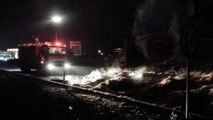 Gelibolu'da saman yüklü tır yandı