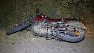 Kavganın ardından yaşanan kovalamaca trafik kazasıyla sonuçlandı: 1 ölü, 1 yaralı