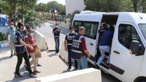 Balıkesir'de kendilerini polis olarak tanıtarak dolandırıcılık yapan 3 şüpheli tutuklandı
