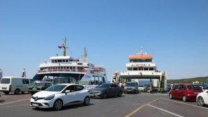 Çanakkale'deki iskelelerde tatilcilerin dönüş yoğunluğu