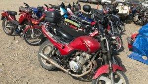 Edremit'te 16 çalıntı motosiklet ele geçirildi