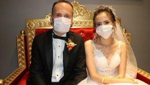 """""""Koronavirüs"""" evlenecek çiftlerin mutluluklarını engelleyemedi"""