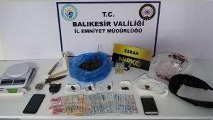 Balıkesir'de uyuşturucu operasyonlarında yakalanan 5 zanlıdan 1'i tutuklandı