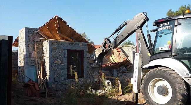 Geyikli'de kaçak yapılar yıkıldı!