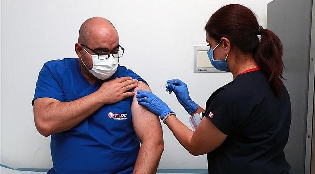 Kovid-19 aşısının denemelerine Ankara Şehir Hastanesinde başlandı
