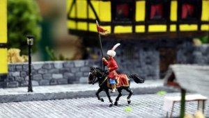 Tarihi şehirleri ve savaşları yaptığı diorama çalışmalarıyla canlandırıyor