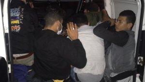 Tekirdağ'da 5 kişi kapasiteli araçta 15 sığınmacı yakalandı