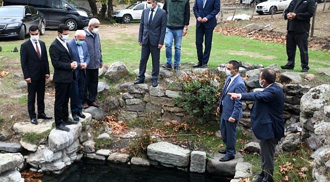 Vali Aktaş tarihi kaplıca alanını ziyaret etti