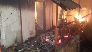 Bayramiç'te sobadan çıkan yangında ev kullanılamaz hale geldi