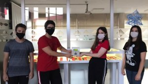 Edirne'de lise öğrencileri temassız ateş ölçer tasarladı