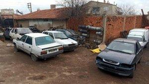 Oto hırsızlığından tutuklu bulunan kişinin oto galerisinde çalıntı otomobiller ele geçti