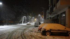 Ayvacık'ta kar yağışı etkili oluyor