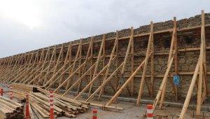 Çanakkale'de tarihi surlar restore ediliyor
