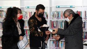 Çanakkale'de 18 günlük bebek kütüphaneye üye oldu