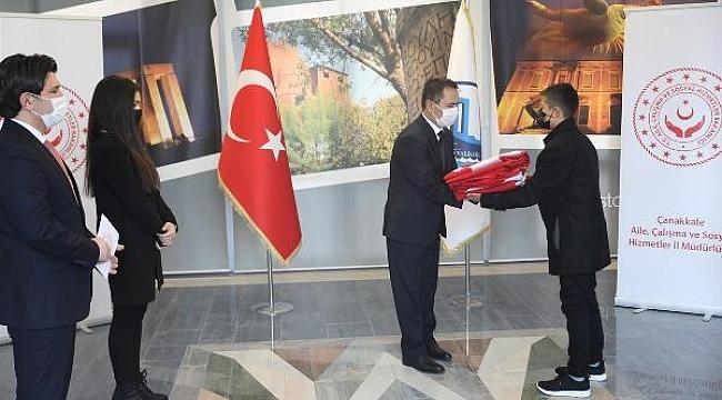 18 Mart'ta Şehitler Abidesi'nde göndere çekilecek Türk bayrağı Çanakkale'ye ulaştı