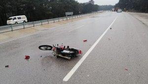 Ayvacık'ta kamyona çarpan motosikletli genç öldü