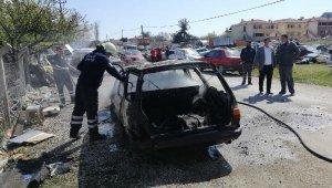 Ayvacık'ta park halindeki otomobil yandı