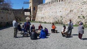 Bozcaada'ya günübirlik gezmeye gelen yerli turist kafilesine izin verilmedi