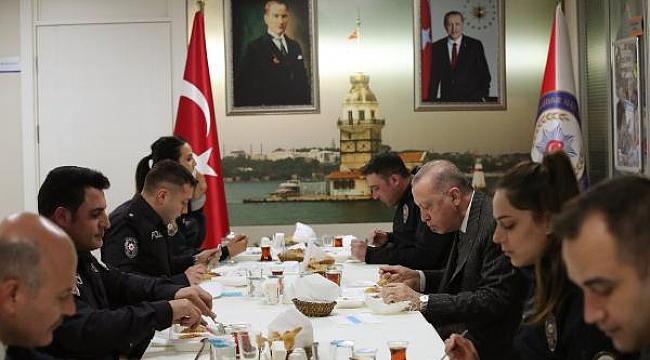 Cumhurbaşkanı Erdoğan polislerle iftar yaptı