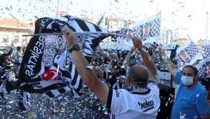 Beşiktaşlı taraftarlardan, Çanakkale Boğazı'nda çifte kupayla kutlama