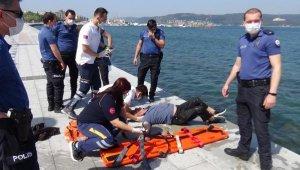 Denize düştü, polis kurtardı